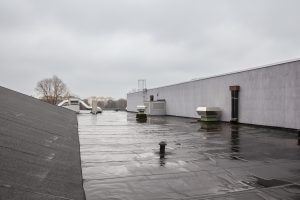 Picture of a flat roof on a commercial building.